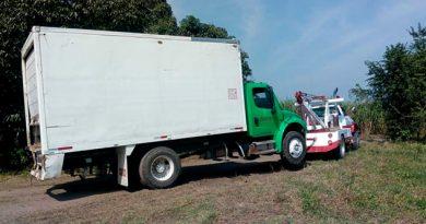 Aseguran 6 vehículos para transporte de huachicol en Veracruz