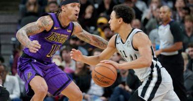 Con doble-doble de Forbes, los Spurs aplastan a Suns