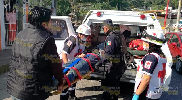 Estudiante resulta lesionado tras impacto de automóvil