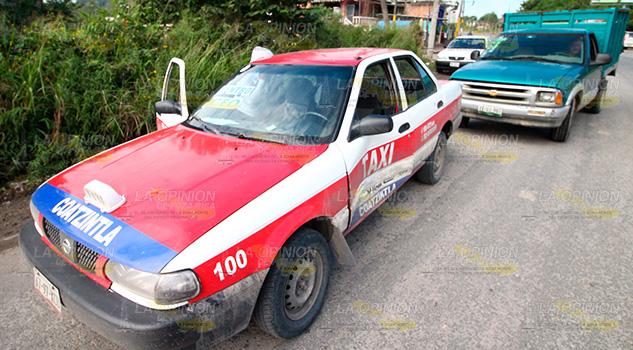 Mujer taxista resulta lesionada en choque en Coatzintla