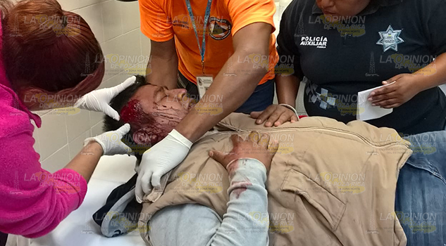 Policías de Pantepec lesionados en volcadura