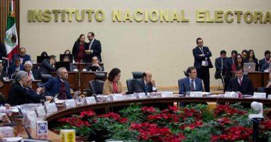 Que el INE regrese 30% de su salario; llamado de López Obrador