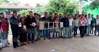 Reciben apoyos tras recolección de toneladas de plástico PET en Álamo