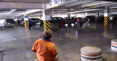 Roban camioneta del estacionamiento de supermercado
