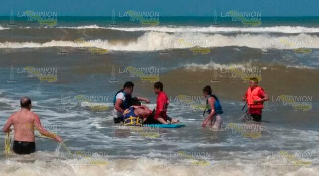 Se ahoga uno, tres más fueron atendidos en Tecolutla