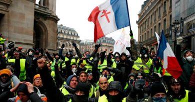 Suman 59 detenidos en París tras protestas de chalecos amarillos