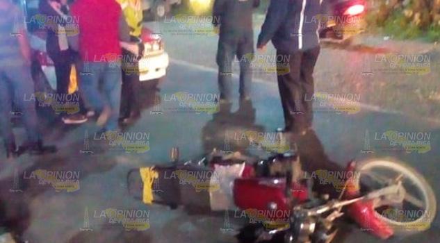 Taxi atropella a motociclista en Papantla