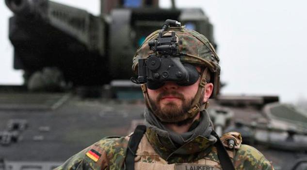 Urge a Berlín renovar y reforzar sus debilitadas fuerzas militares
