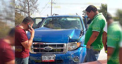 Vacacionistas sufren accidente carretero en Naranjos