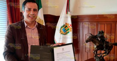 Cuitláhuac lanza 2 decretos como Gobernador Constitucional