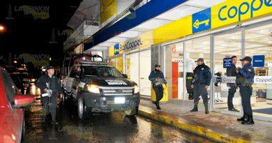 2 tipos armados se llevan $20 mil pesos de tienda departamental