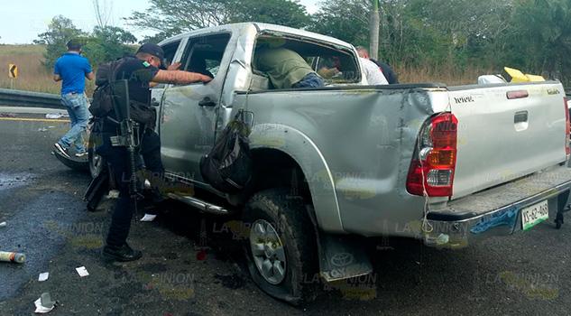 A punto de matarse en accidente en Ozuluama, cuatro lesionados