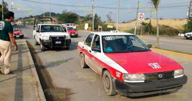Accidente entre camioneta y taxi, dos heridos en Tuxpan