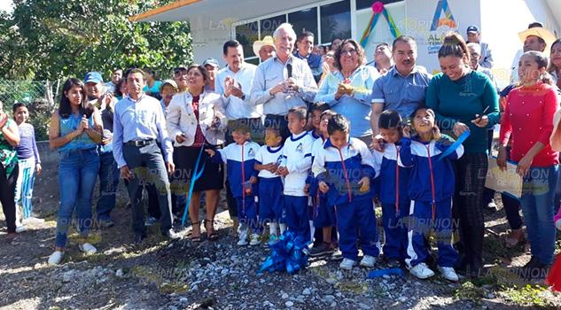 Alcalde de Álamo inauguró aula de preescolar en comunidad Nuevo Paso Real