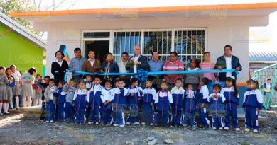 Alcalde de Álamo entrega tres calles en la Pantepec