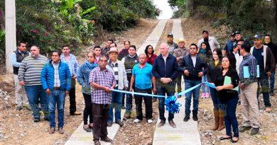 Alcalde inaugura rampas en Álamo