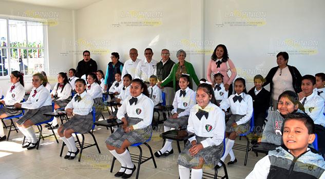 Alcaldesa de Tlapacoyan inaugura aula en escuela primaria
