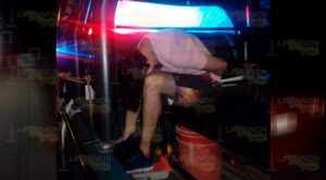Aseguran automóvil con placas irregulares en Tuxpan, un detenido