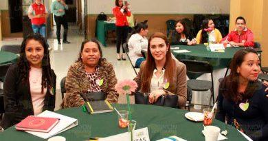 Asiste Gabriela Neri de Valencia a la I Reunión Regional del SMDIF