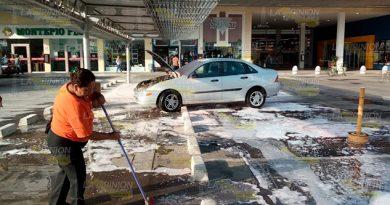 Automóvil se incendia en estacionamiento de Martínez de la Torre
