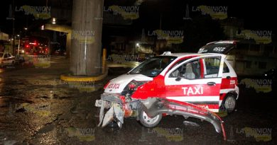 Brutal impacto a taxi sobre el bulevar Central Poniente de Poza Rica