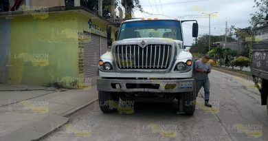 Camión de carga pesada provoca accidente por alcance (1)