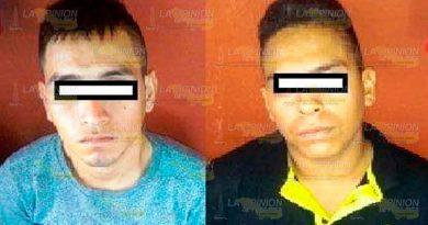 Detienen a dos por cometer robo con violencia a mujeres