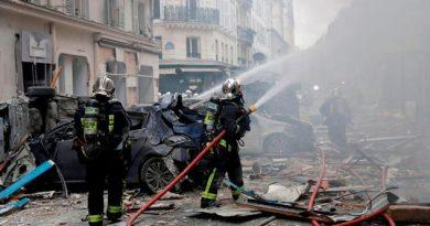 Dos bomberos muertos y docenas de heridos deja explosión en París, Francia