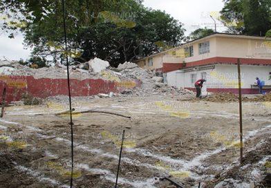 Reconstruyen escuela, afectada por sismo