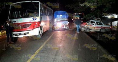Encontronazo entre dos taxis y un autobús