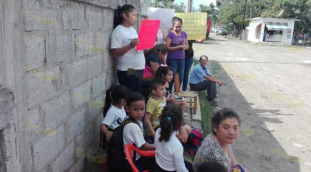 Exigen construcción de jardín de niños en Naranjos