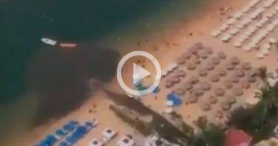 Graban a hoteleros de Acapulco descargando aguas negras al mar
