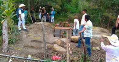 Habitantes de Mecatlán protestan por cementerios cerca de manantial