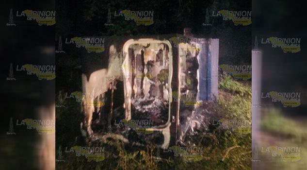 Malandros queman Camper en la colonia Villa de las Flores