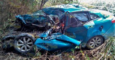 Muere destrozado en su auto tras ser impactado por tráiler en la Naranjos - Ozuluama