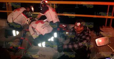 Padre e hijo derrapan en su motocitleta en Tuxpan (1)