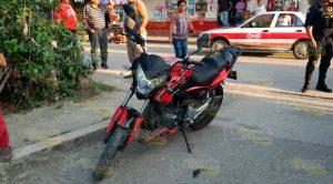 Pareja en motocicleta es impactada por particular en Tuxpan