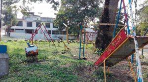 Parque infantil abandonado y utilizado como cantina en Cerro Azul