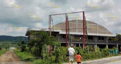 Predios abandonados dificultan combate al dengue en Naranjos