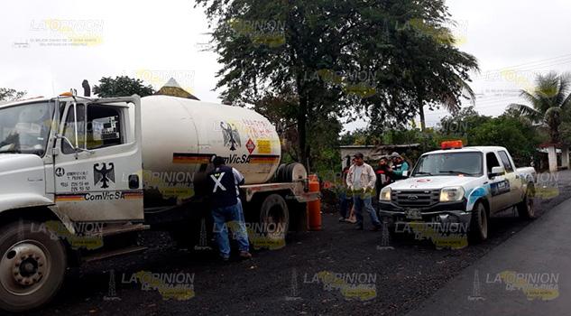 Protección Civil supervisa trabajo de pipas de gas en Álamo