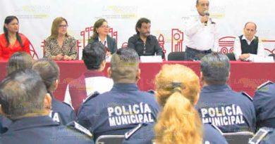 Reconocen a policías en Poza Rica