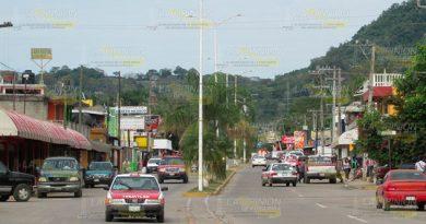 Taxistas piden instalación de retenes por invasión de ruta en Tihuatlán