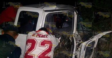 ¡Destruyó su Ford Ranger en el tramo Chontla-Ixcatepec!