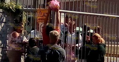 """""""Por orden de arriba"""", impiden acceso a ambulantes en el Hospital de Pemex"""