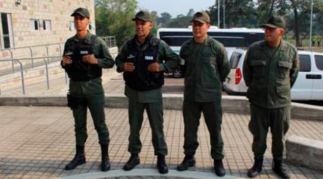 4 militares venezolanos desertan y pasan a Colombia