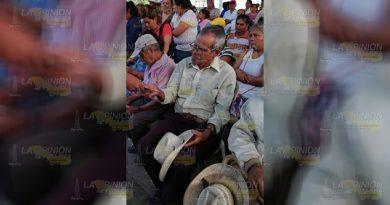 Adultos mayores quedan fuera de programa social en Tihuatlán