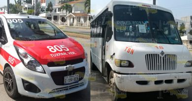 Autobús se impacta contra taxi, conductor intenta darse a la fuga