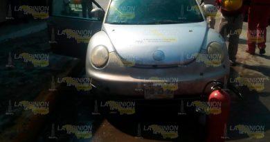 |Casi arde auto Beetle en el centro de Cerro Azul