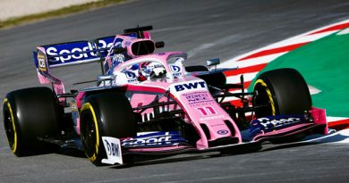 Checo Pérez vuela en la primera jornada del test de F1 2019