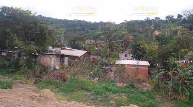 Continúa ampliación de red eléctrica en colonia de Coatzintla